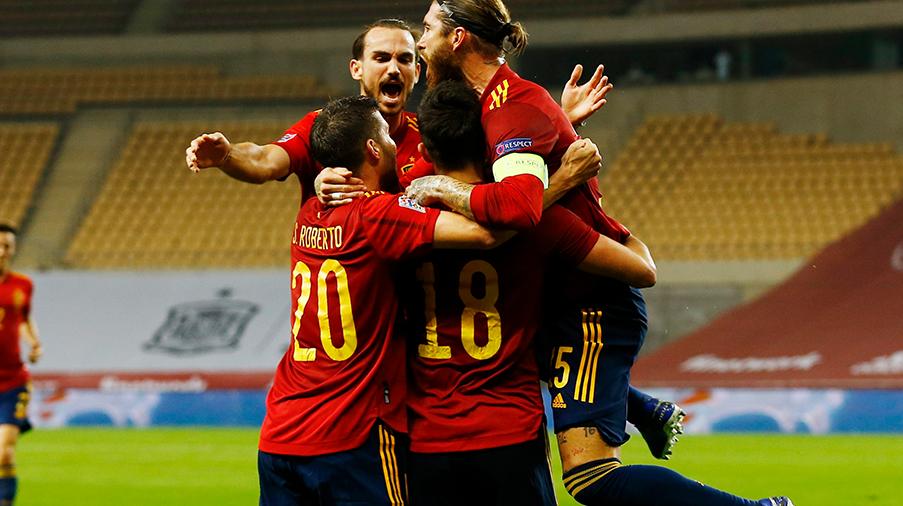 TV: JUST NU: Tyskland kollapsar - Spanien sätter 3-0 i stormötet