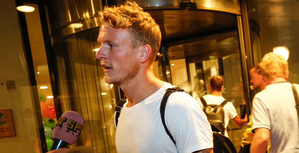 Svenska VM-hjältarna tillbaka på svensk mark - landade sent