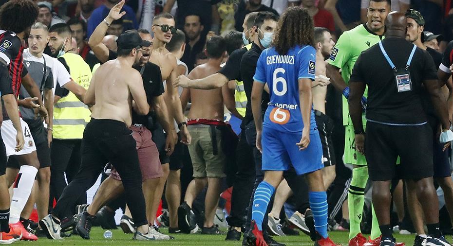 Uppgifter: Marseille-ledare slog supporter - fördes till sjukhus