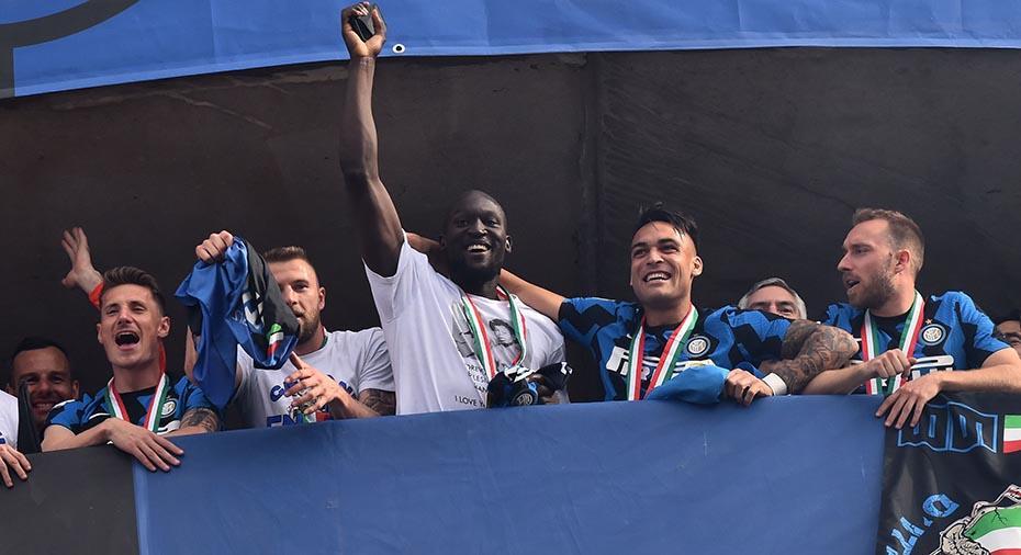 """TV: Lukaku med märkligt mål - när Inter firade ligasegern: """"Ville inte gråta idag"""""""