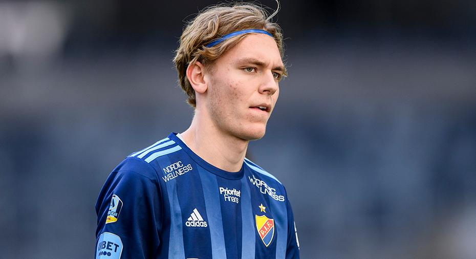 """18-årige Jonsson med allsvensk debut: """"Glömde benskydd och tröja på läktaren"""""""