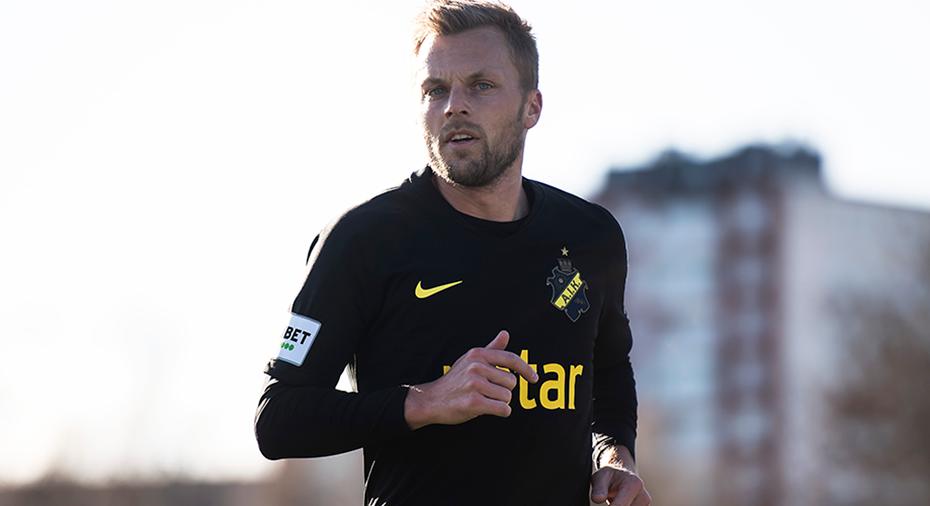 """Larsson sitter på utgående avtal: """"AIK vet var de har mig"""""""