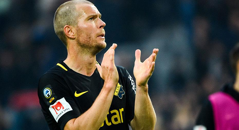 Officiellt: Per Karlsson förlänger med AIK