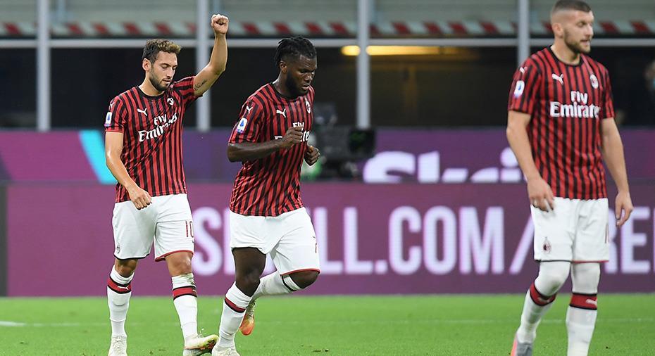 TV: Çalhanoğlu med klassfrispark när Zlatans Milan tappade viktiga poäng